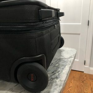 """TUMI Alpha 2 Expandable Two Wheel Carry-On 22"""" New"""
